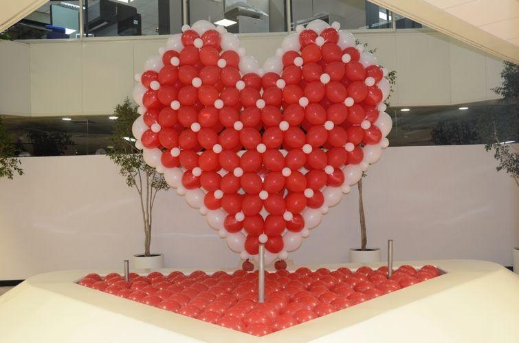 Decoracion con globos lluvia de globos suelta de globos for Decoraciones para trabajos
